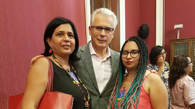 La Coordinadora de Víctimas de Trauma Ocular, Marta Valdés y Natalia Aravena, reunidas con Galtazar Garzón,